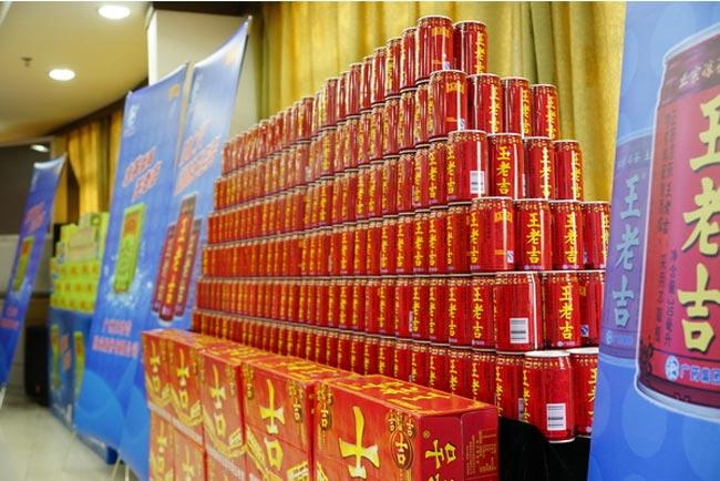 王老吉堆头造型埃菲尔铁塔