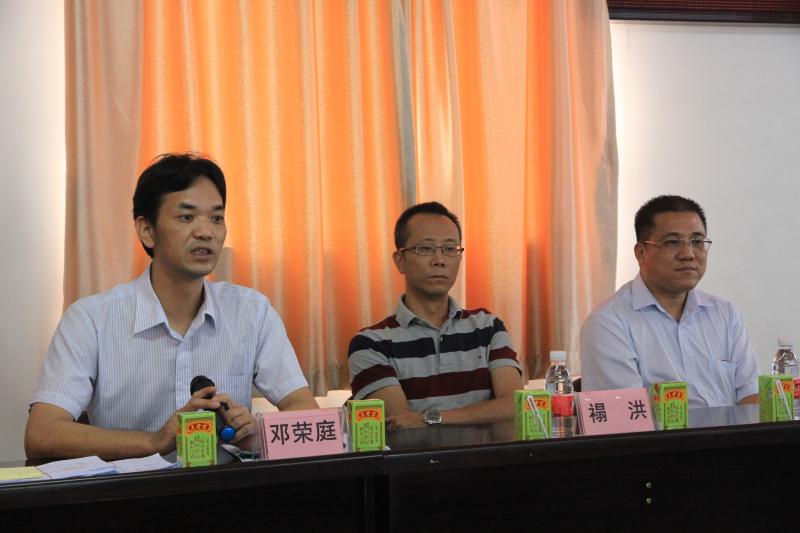 首页 新闻动态      鹤山市古劳镇党委书记邓荣庭也来到上升村参加